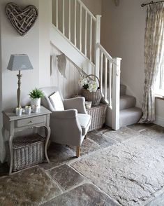 Fantastic Small Hallway Chairs On Stunning Small Home Decor Inspiration with Small Hallway Chairs Decoration Hall, Entryway Decor, Modern Entryway, Modern Decor, Hallway Decorations, Kirkland Home Decor, Small Hallways, House Entrance, Small Entrance Halls