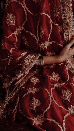 Asian Bridal Dresses, Asian Wedding Dress, Pakistani Wedding Dresses, Pakistani Bridal, Indian Dresses, Indian Aesthetic, Aesthetic Vintage, Image Poetry, Antique Jewellery Designs