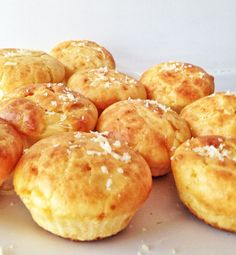Receita de muffin salgado super fácil, prática e rápida de fazer. O recheio é à moda do que tem na sua geladeira, freezer ou despensa.