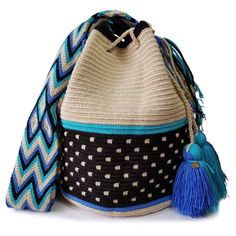 Double thread (2T) Wayuu mochila bags are the most popular type of Wayuu bags made by the indigenous Wayuu people.All 2T Wayuu bags you see here come from the desert of La Guajira. Some come from Lombia's growing group of over +60 artisans. Others have been handpicked for quality and design by me.All 2T Wayuu bags take around 15 days to make.
