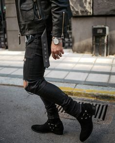men's outfits with dr martens All Black Men, All Black Fashion, Black Outfit Men, Mode Rock, Estilo Rock, Leather Jacket Outfits, Mein Style, Stylish Mens Fashion, Rocker Style