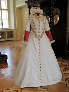 A reconstruction of the gown worn by Polyxeny z Pernštejna (1566 – 1642). (Photo: Zdenka Kalová, red. Petr Kindlmann, 04/06/2012)  See http://www.npu.cz/news/10047-n/ for more
