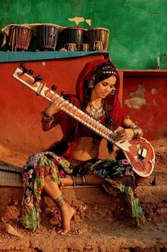 Photography by Anatoly Bisinbaev Des Femmes D Gitanes, Isadora Duncan, Gypsy Life, Poses, Indian Paintings, Belly Dancers, People Of The World, Mode Style, Indian Art