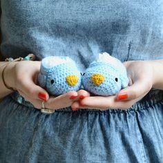 My little Bird Blue Bird, Little Boys, Baby Shoes, Creations, Crochet Hats, Birds, Clouds, Homemade, Instagram Posts