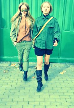 Militar Way! #StreetStyle #JohanssonSisters #IN2ITIONSTYLE #Dog Looks Street Style, Rain Jacket, Windbreaker, Army, Let It Be, Dog, Jackets, Fashion, Street Style