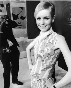 1967: Twiggy being photographed by Ron Falloon