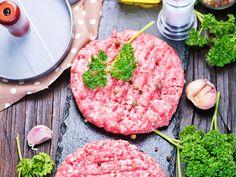 Hambúrguer com Pimenta Poblano e Salada Crocante de Avocado - Food Network