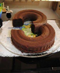 Number Three 3 Shape Chocolate Cake prep