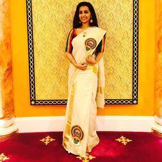 Image may contain: 2 people Kerala Saree Blouse Designs, Half Saree Designs, Set Mundu Kerala, Salwar Suit Neck Designs, Set Saree, Kasavu Saree, Saree Painting, Hand Painted Sarees, White Saree