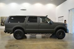 Old Pickup Trucks, Lifted Trucks, Ford Excursion Diesel, Lifted Excursion, Cool Trucks, Cool Cars, Limo, Tactical Truck, Ford Diesel