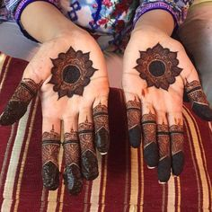 Explore Best Mehendi Designs and share with your friends. It's simple Mehendi Designs which can be easy to use. Find more Mehndi Designs , Simple Mehendi Designs, Pakistani Mehendi Designs, Arabic Mehendi Designs here. Henna Hand Designs, Round Mehndi Design, Mehndi Designs Finger, Indian Henna Designs, Henna Tattoo Designs Simple, Mehndi Designs Feet, Latest Bridal Mehndi Designs, Mehndi Designs For Beginners, Modern Mehndi Designs