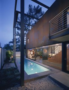 The 700 Palms Residence was designed by California-based Ehrlich Architects.    According to the architect, the objective for this eco-friendly home located in Venice, California was to design a high-performance residence that dissolves the barriers between indoors and outdoors and have the smallest carbon footprint in balance with lifestyle.