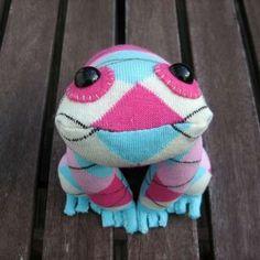 amanocraftsUK :: Sock Frog