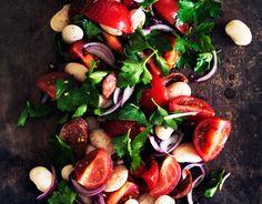 Tomatsalat med hvide bønner og chorizo