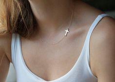 Kreuz Halskette, 14 K Gold, Seite Kreuz Kette von Capucinne auf DaWanda.com