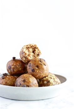 These oatmeal cookie energy balls taste like the real thing! They are naturally sweetened, dairy free, gluten free, making the perfect midday pick me up! Dairy Free Recipes, Baking Recipes, Whole Food Recipes, Gluten Free, Healthy Snacks For Diabetics, Healthy Recipes, Healthy Eating, Eating Clean, Healthy Foods