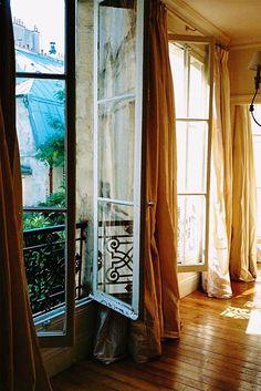 windows in a paris apartment, interior view Romantic Paris, Interior And Exterior, Interior Design, Exterior Doors, Interior Styling, Belle Villa, Provence France, Paris France, Windows And Doors
