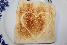 Tostada con corazón impreso. Printed Valentine's toast