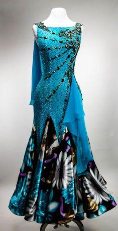 Ballroom Costumes, Ballroom Dance Dresses, Ballroom Dancing, Dance Costume, Unique Outfits, Beautiful Outfits, Salsa, Fantasy Dress, Dance Outfits