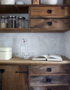 Rustic wood kitchen cabinets Via: Pat Bates - Seth Smoot loving the hardware Modern Kitchen Design, Interior Design Kitchen, Interior Decorating, Rustic Kitchen, Kitchen Decor, Nordic Kitchen, Wooden Kitchen, Kitchen Living, Romantic Kitchen