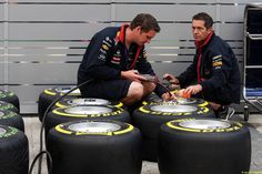 Red Bull Racing mechanics with Pirelli tyres. 09.10.2014. Formula 1 World Championship, Rd 16, Russian Grand Prix, Sochi Autodrom, Sochi, Russia, Preparation Day.