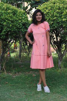 Casual Frocks, Casual Dresses, Short Sleeve Dresses, Linen Dresses, Cotton Dresses, Frock Fashion, Fashion Outfits, Girl Fashion, Kalamkari Dresses