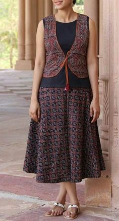 cute Indian outfit in cottons, via Kurta Designs Women, Salwar Designs, Dress Neck Designs, Blouse Designs, Kalamkari Dresses, Kurta Neck Design, Indian Designer Wear, Skirt Outfits, Dress Collection