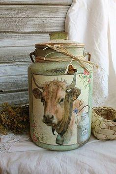 Country Decoupage Milk Can Country Farm, Country Decor, Country Living, Country Life, Painted Milk Cans, Milk Can Decor, Decoupage, Old Milk Cans, Milk Churn