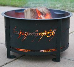 This one-ring fire pit. - House Buying - Factors affect Home buying process - This one-ring fire pit. Metal Fire Pit, Diy Fire Pit, Geek Decor, Don Pollo, Decorating Your Home, Diy Home Decor, Room Decor, Fire Pit Materials, Fire Pit Furniture