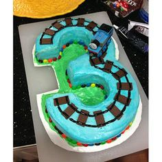*Party Accessories*: Thomas the Train birthday party   - had to pin this - immediately reminded me of all your Thomas the effin' tank engines stories