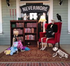Create a spooky Halloween skeleton display to add bone-chilling excitement to your outdoor Halloween decorations. These Halloween yard decorations will be amusing during the day but frightful at night. Halloween Prop, Halloween Skeleton Decorations, Outdoor Halloween, Halloween 2018, Holidays Halloween, Halloween Stuff, Happy Halloween, Halloween Lawn, Halloween Graveyard