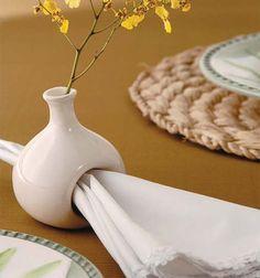 porta guardanapos que oferece uma flor pra cada convidado