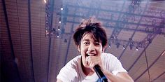 I FOUND IT: THE BEST GIF OF MINHO EVER. <3.... HE'S MY OPPAAAAAAAA~<33333 KISSSSSSUU~~<3 *SMOOCH*