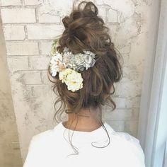 """なんて可愛いお団子ヘアウェディングヘアアレンジ WEDDINGHAIR #wedding #hairstyles #お団子 #ウェディング #ヘアスタイル #プリザーブドフラワー #ドライフラワー #bridalhair #536 Likes, 3 Comments - 谷本将太 (@tanimotoshouta) on Instagram: """"華やかアレンジ♫ おだんごもかわいいですよね @ombrage7475 のアクセ♫ ☆ #アレンジ #ヘアアレンジ #大阪美容室 #結婚式ヘア #ヘアースタイル #大阪ヘアアレンジ…"""""""