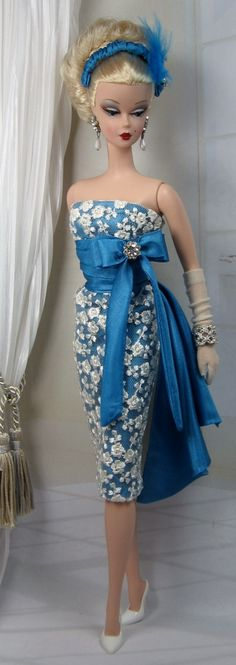 Blue Santai for Silkstone Barbie on Etsy now. I kind of want this dress for myself!