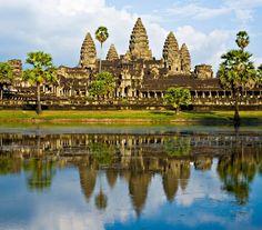 Ha ragaszkodtok az egzotikumhoz, akkor látogassatok el Kambodzsába, ahol nemcsak luxuskörülmények között tengerpartozhattok, hanem felkereshetitek a misztikus Angkor Watot is.