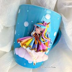 ☁️the colors of the rainbow brighten up the day 🌈🦄 this time I chose a blue mug with polka dots, I like it so much 🤩🌈 sold out 🦄 Polymer Clay Figures, Polymer Clay Sculptures, Cute Polymer Clay, Cute Clay, Polymer Clay Dolls, Fondant Figures, Polymer Clay Flowers, Polymer Clay Charms, Diy Clay