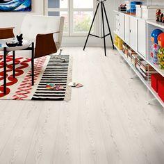 Pergo Laminatgolv Classic Plank 2v Vit Furu 1-Stav Living Expression.  #golv #inredning #home #hem #kitchen #interior #interiordesign #laminatgolv #trend #heminredning #homedecoration #grey #inspiration #homestyling #design #buildor #floor #floorinspiration