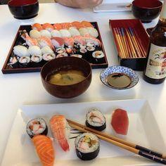 Sushi Sushi, Chocolate Fondue, Instagram Posts, Desserts, Food, Tailgate Desserts, Deserts, Eten, Postres