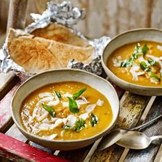 Pittige pompoensoep met banaan Ras El Hanout, Jamie Oliver, High Tea, Food Inspiration, Thai Red Curry, Soup Recipes, Spices, Yummy Food, Lunch