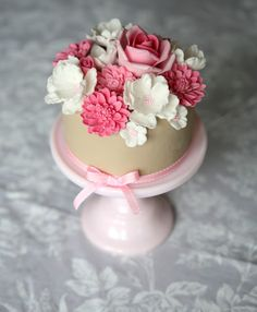 Beautiful Floral Topped Cupcake * from  bouboubisou