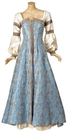 Narnia dress - Edited by SD Susan Narnia dress - Edited by SD Medieval Costume, Medieval Dress, Medieval Fashion, Medieval Clothing, Costume Roi, Pretty Dresses, Beautiful Dresses, Narnia Costumes, Fantasy Gowns