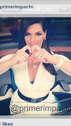 #Latina #tv #host #presentadora #noticias #outfit #vestuario #profesional #fashion