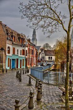 Quartier Saint Leu , avec au fond la Tour Perret #Amiens Saint Leu, Amiens, Belle Photo, Monaco, Landscapes, Deco, Places, Photos, Travel
