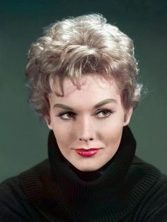 Kim Novak ( ) - an American actress who began her career in 1954 at age and came to prominence almost immediately - born on Monday, February 1933 in Chicago, Illinois, United States Hollywood Glamour, Old Hollywood, Golden Age Of Hollywood, Hollywood Stars, Hollywood Actresses, Classic Hollywood, Actors & Actresses, Hollywood Photo, Catherine Deneuve