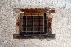 Aufgeweckter Zeitzeuge Door Knobs, Door Handles, Windows And Doors, Wine Rack, Shelves, Spaces, Life, Furniture, Home Decor