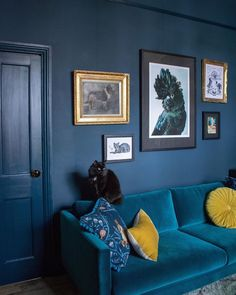 50 Best Blue Living Room for Gorgeous And Dlegant Spaces,navy blue living room ideas,grey and blue living room ideas,blue living room color schemes Navy Living Rooms, Dark Blue Living Room, Dark Blue Walls, Small Living Rooms, New Living Room, Living Room Decor, Dark Blue Rooms, Living Room Color Schemes, Living Room Designs