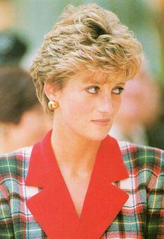 Ou regardait-t-elle, notre chère Lady Diana?