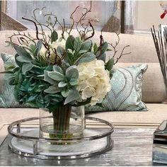 Hydrangeas Floral Arrangement in Glass Vase - Modern Arrangements D'hortensia, Artificial Floral Arrangements, Artificial Flowers, Contemporary Flower Arrangements, Christmas Flower Arrangements, Floral Centerpieces, Vases Decor, Decorating With Vases, Wedding Centerpieces