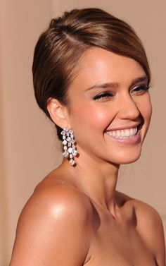 How Jessica Alba, Kim Kardashian, and more A-listers stay sun-kissed all year long without damaging their skin. Jessica Alba Hair, Jessica Alba Pictures, Best Self Tanner, Beautiful Smile, Mode Style, Glowing Skin, Blond, Wedding Hairstyles, Beauty Hacks